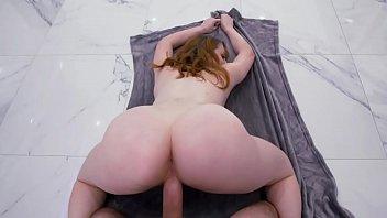 Macho com rola grande e gostosa fudendo branquinha