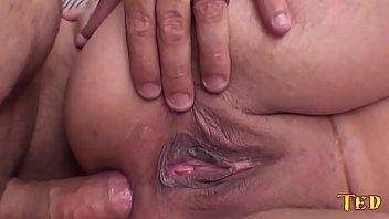 Fazendo sexo grátis com a garota transando com tesão