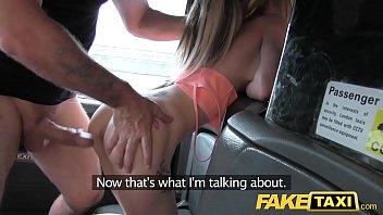 Videos de sexo loira cavala no Fake Taxi